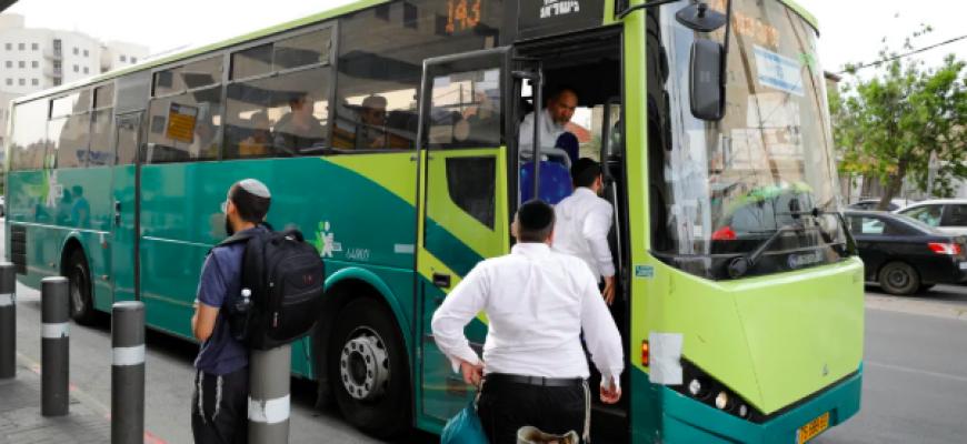 צעירה הורדה מאוטובוס בגלל מכנסיים קצרים, בחברה ביקשו להתחשב בדתיים